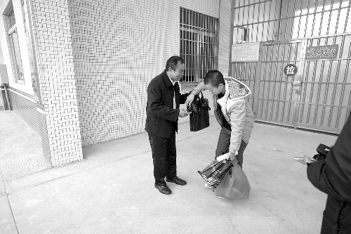 """折翼天使认""""亲""""记——落实新刑诉法:广东""""代理父母""""首次出庭 - 王学堂 - 法律学堂"""